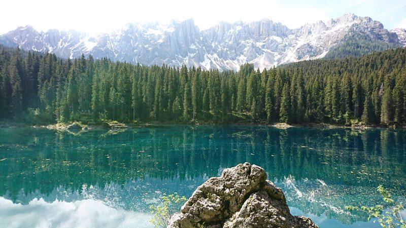 ドロミテ街道の宝石と言われるカレッツァ湖