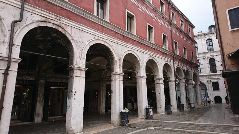 ベネチアのサン・ジャコモ・ディ・リアルト広場