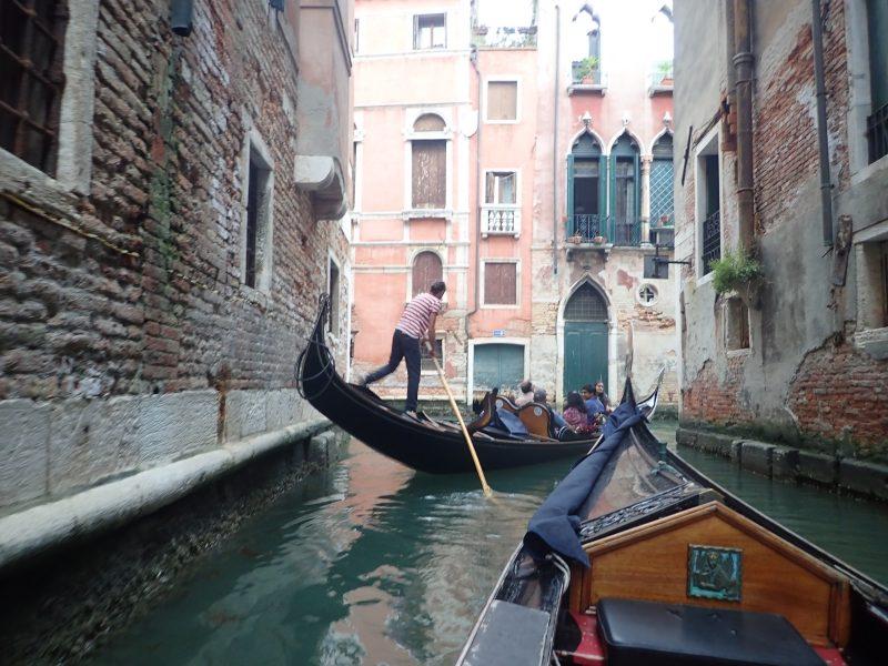 水の都ベネチアでゴンドラ乗船