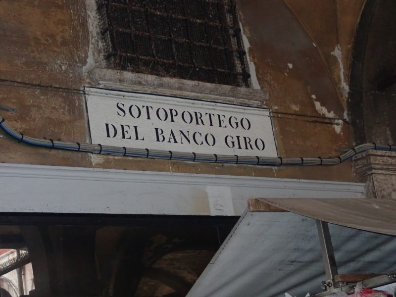 ベネチアのサン・ジャコモ・ディ・リアルト広場にあるバンコジーロ