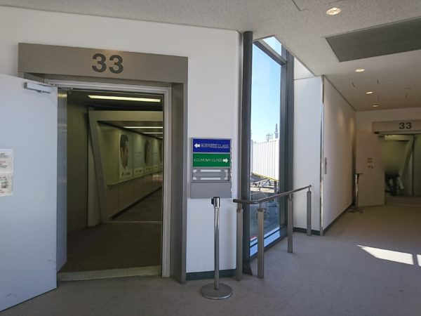 ユナイテッド航空ビジネスクラスの機内へ