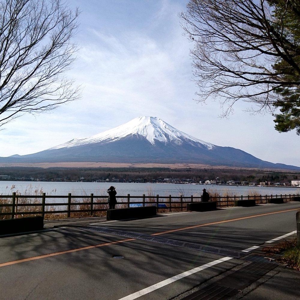 山中湖畔で見える富士山
