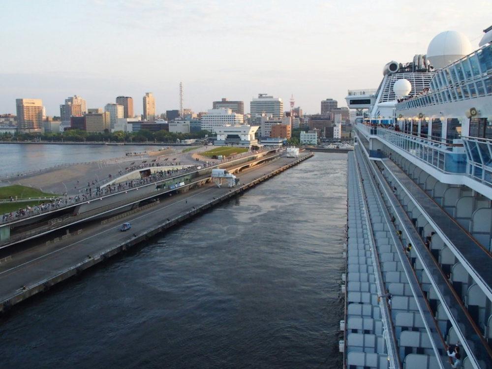 ダイヤモンドプリンセス横浜港出向