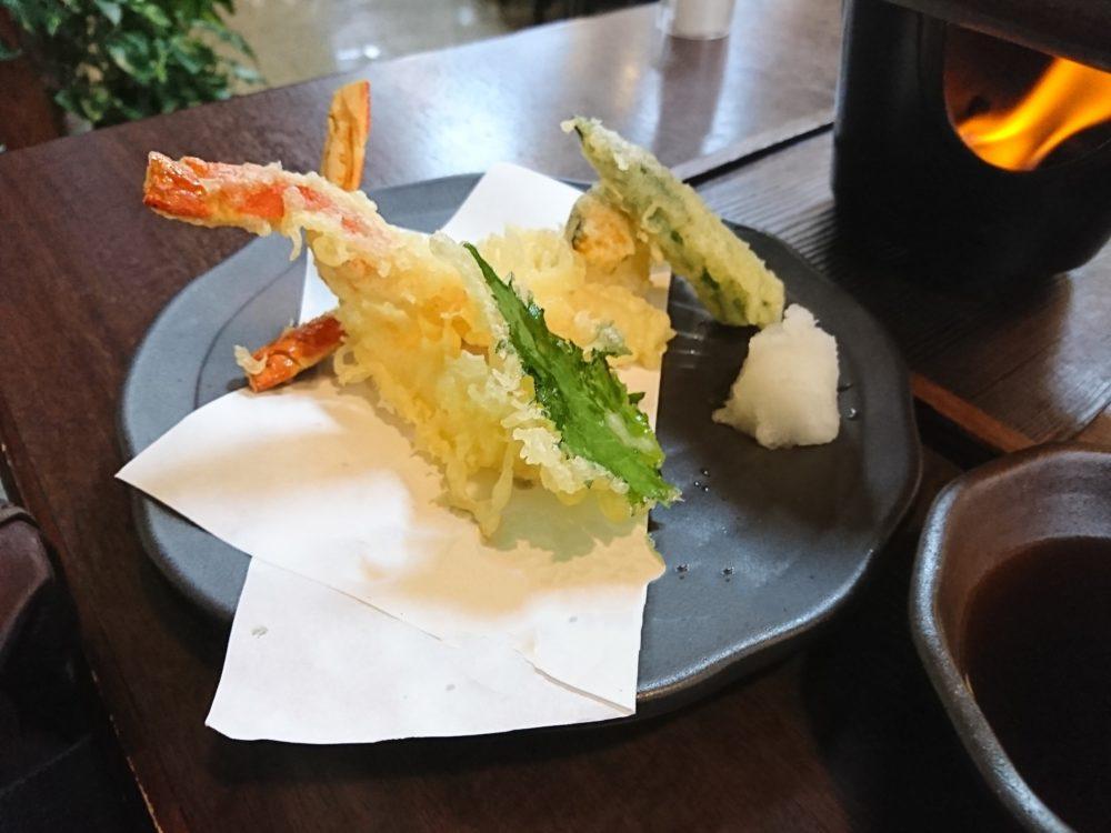 城崎温泉街でカニをいただいた山よしでいただいたカニの天ぷら