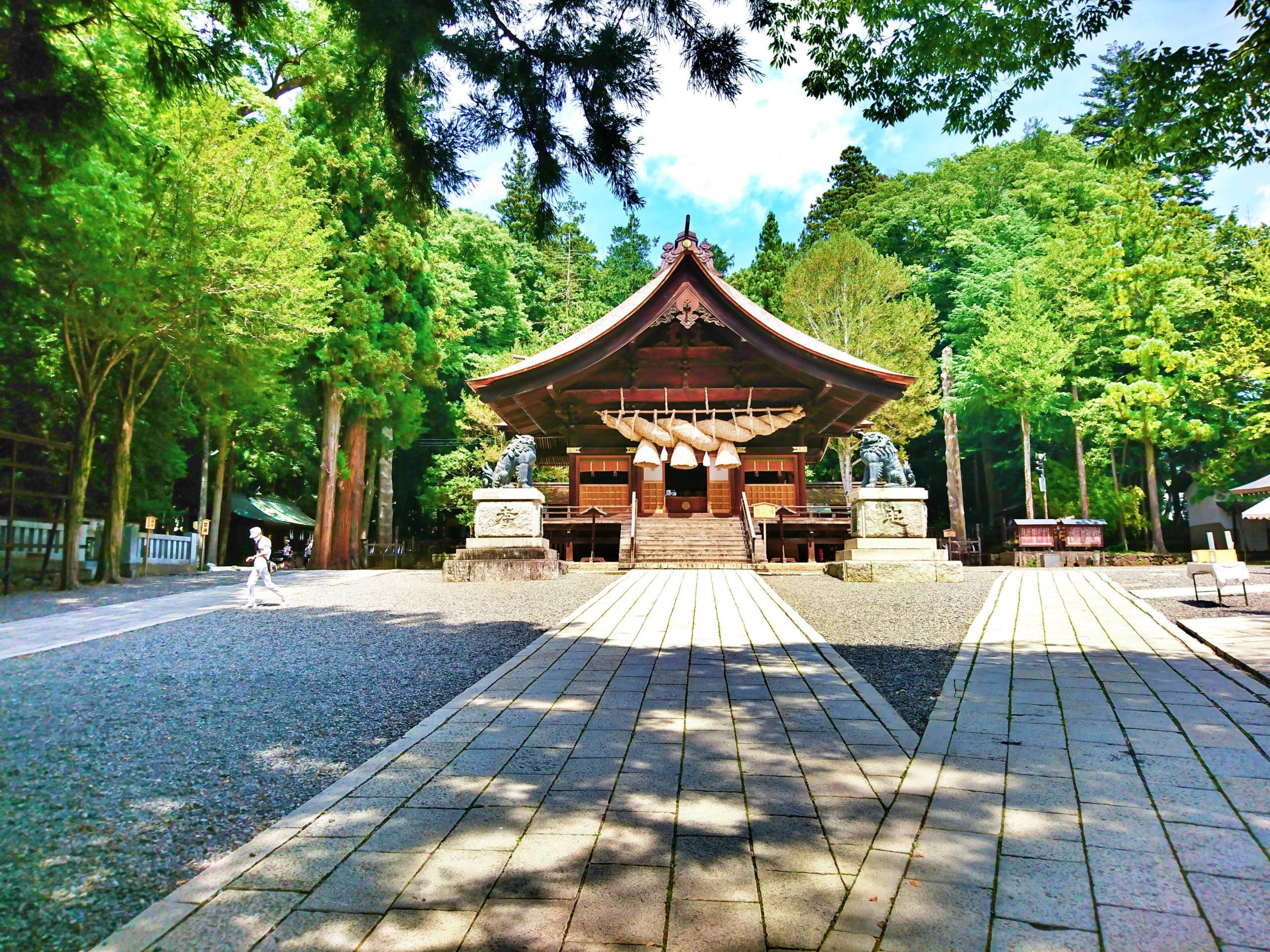 諏訪大社下社秋宮の神楽殿