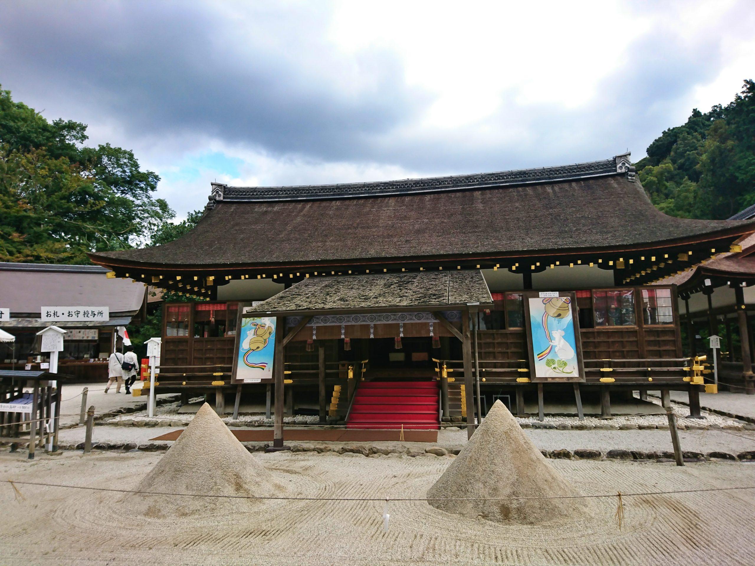 上賀茂神社の細殿の前にある立て砂